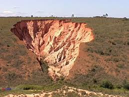 پاورپوینت زمین شناسی مهندسی زمین لغزش Landslide در 113 اسلاید کاملا قابل ویرایش همراه با شکل به طور کامل و جامع
